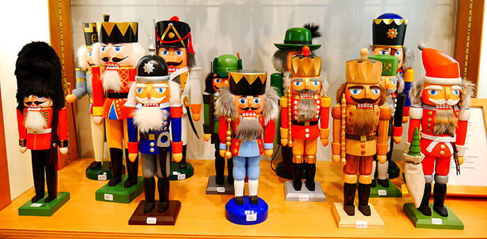 a-frankfurt-nutcracker wood-carvings-germany-3