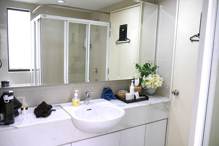 aa-detox-colon-hydrotherapy-pure-health-bathroom 1