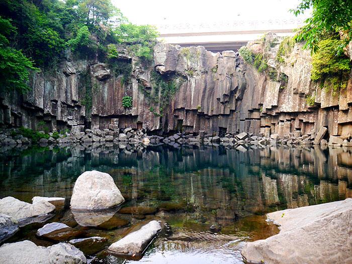 jeju-korea-62-Jeju-waterfall