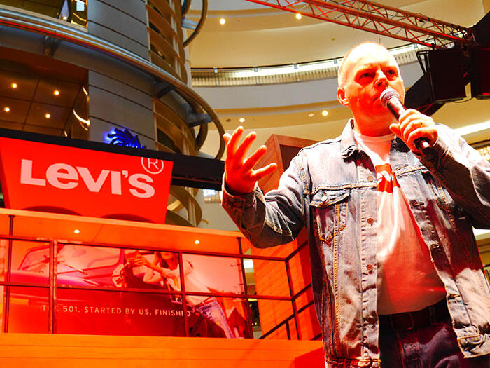 a-live-in-levi's-klcc-10