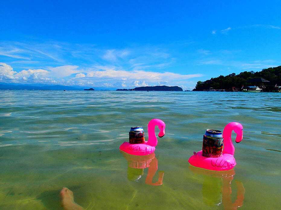kinkybluefairy-flamingo-beer-can-floaties-pool