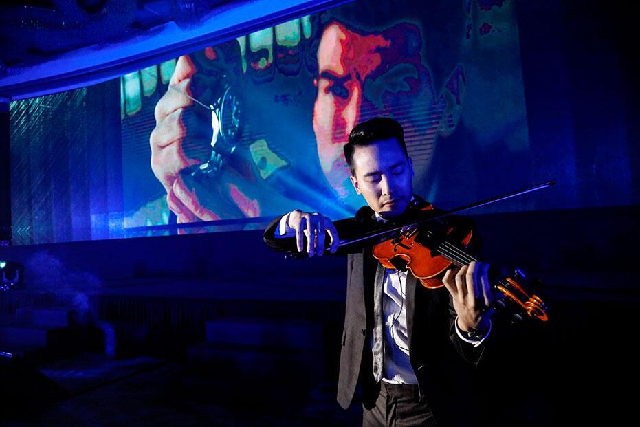 Omega-Bond-Spectre-Dinner-at-Grand-Hyatt-KL-Opening-performance-by-celebrated-violinist-Josh-Kua