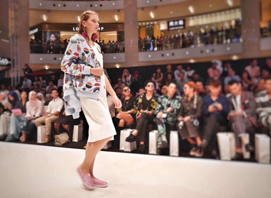 KL Fashion Week KLFW RTW 2016 Day 1 - 5 schmiley mo by diana rikasari_