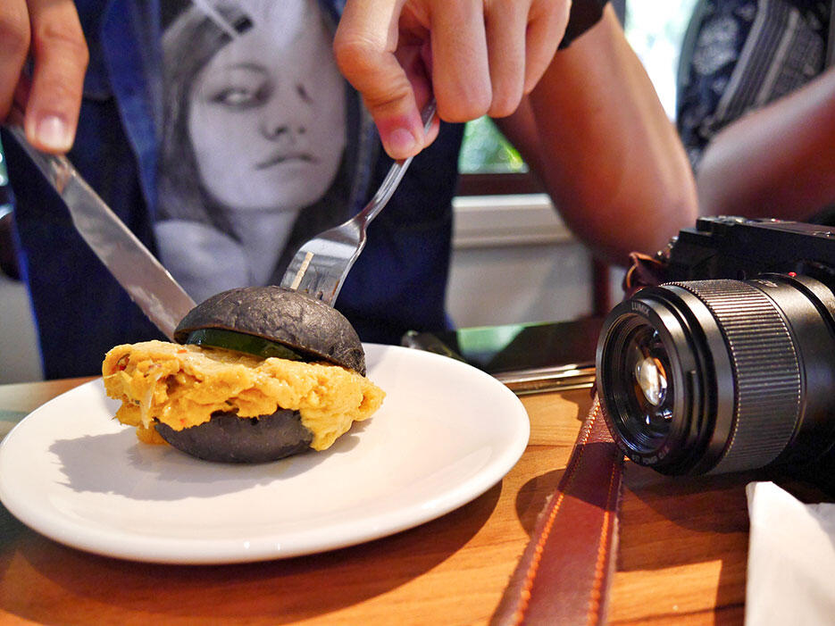 Tiki-Taka-KL-Malaysia-4---jason-smashpop-Salted-Egg-Crab-Bun