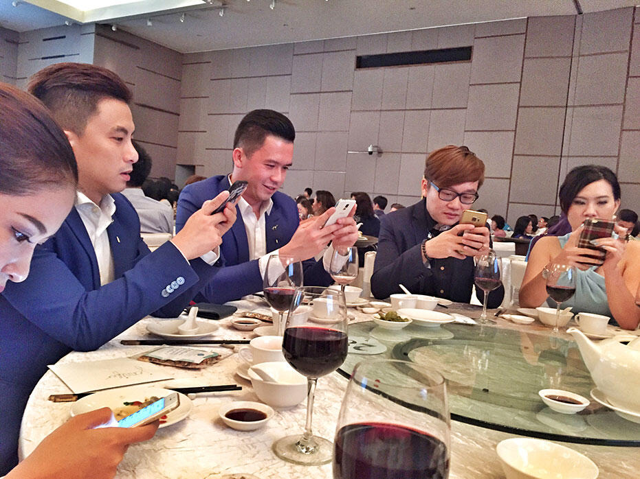 ben-mei-sze-wedding---handphone-addicts