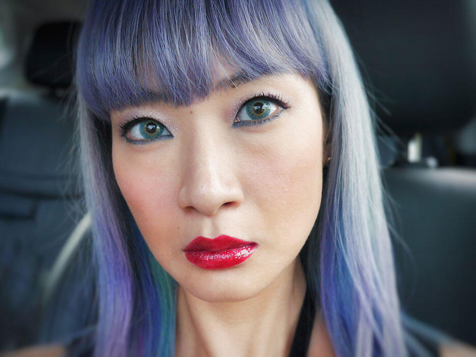 a-joyce-wong-kinkybluefairy-make-up-look-centro-hair-salon-blue-hair-han-stylist
