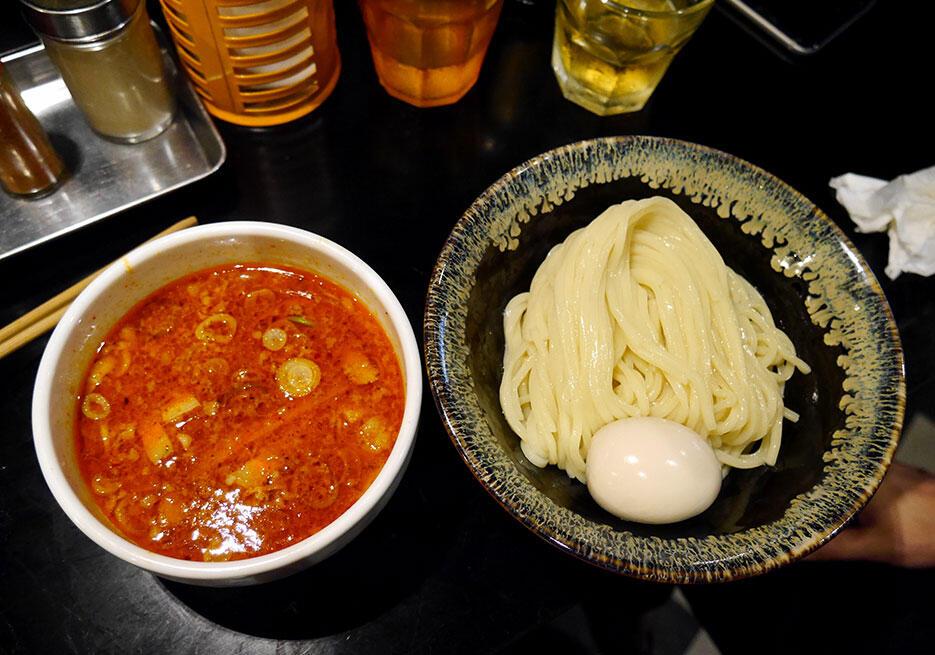 b-saikoro-ramen-restaurant-tokyo-japan-4-spicy-tsukumen