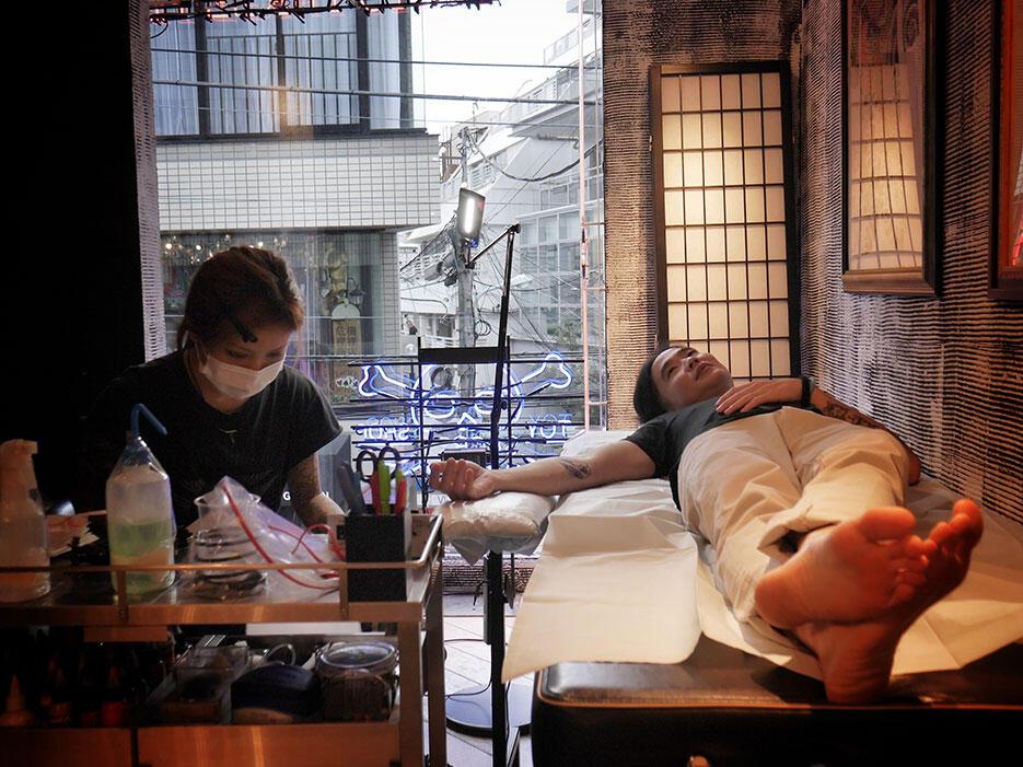 three-tides-tattoo-tokyo-harajuku-1-azusa-artist