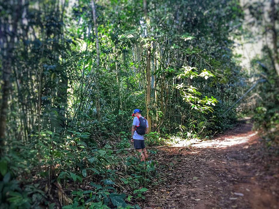 bukit-kutu-kuala-kubu-bharu-hiking-malaysia-4-peeing-in-jungle