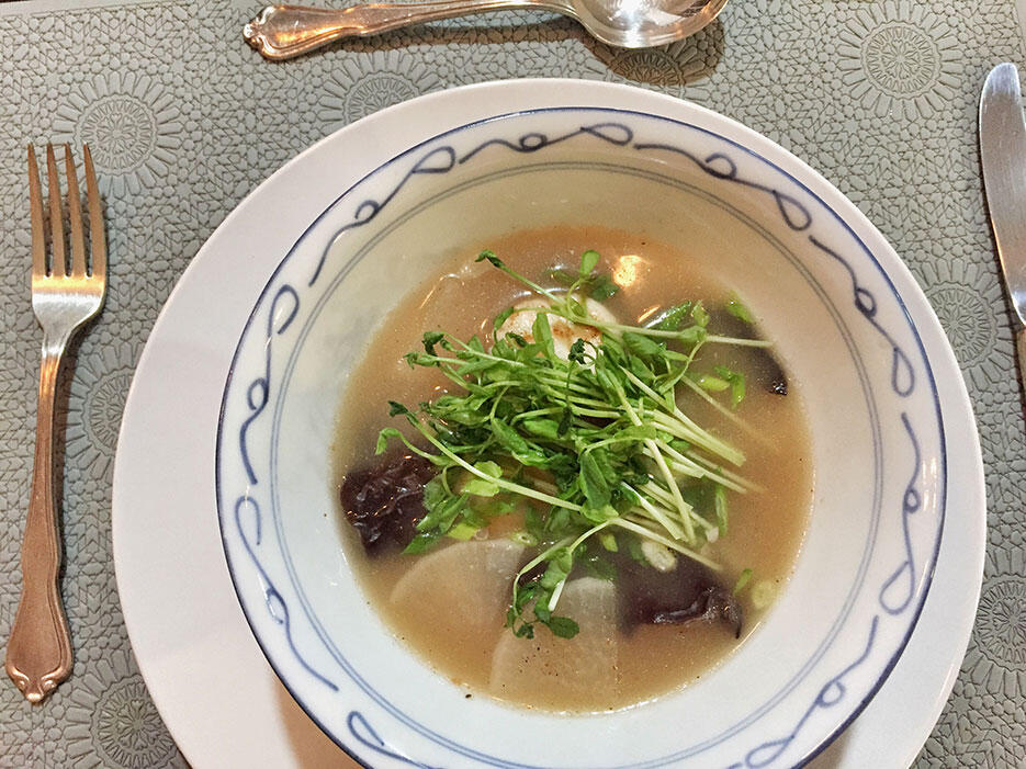 malaysian-food-3-home-cooked-scallop-and-pea-shoot-soup