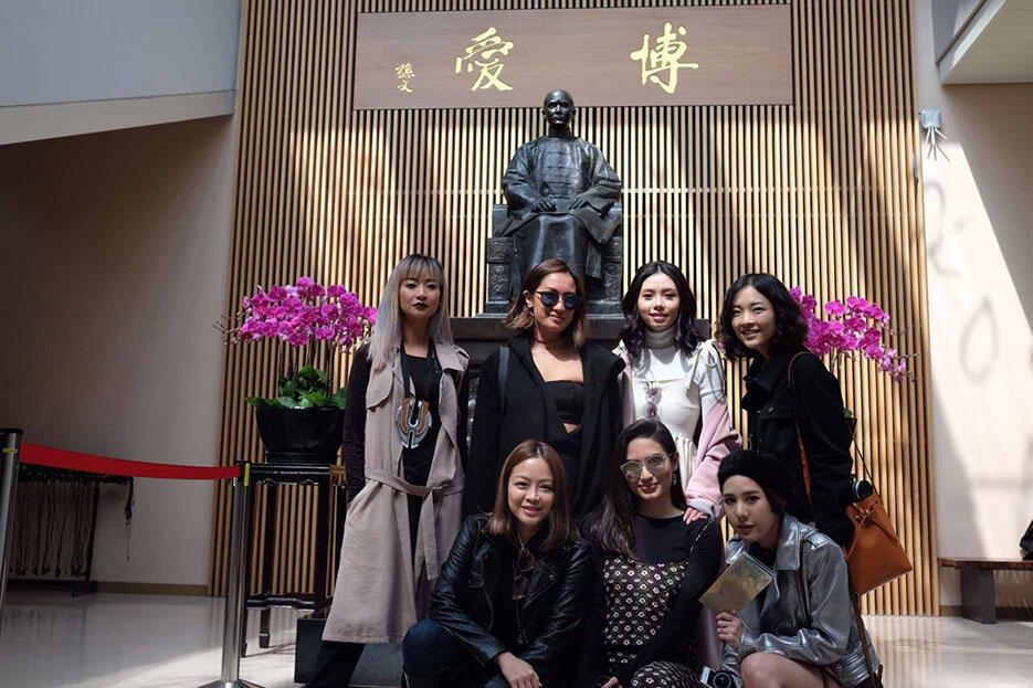 a-taipei-taiwan-8-SEA-bloggers-at-national-palace-museum