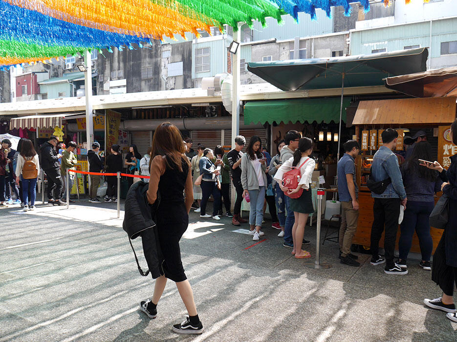 a-tainan-street-food-3-queue-fried-chicken