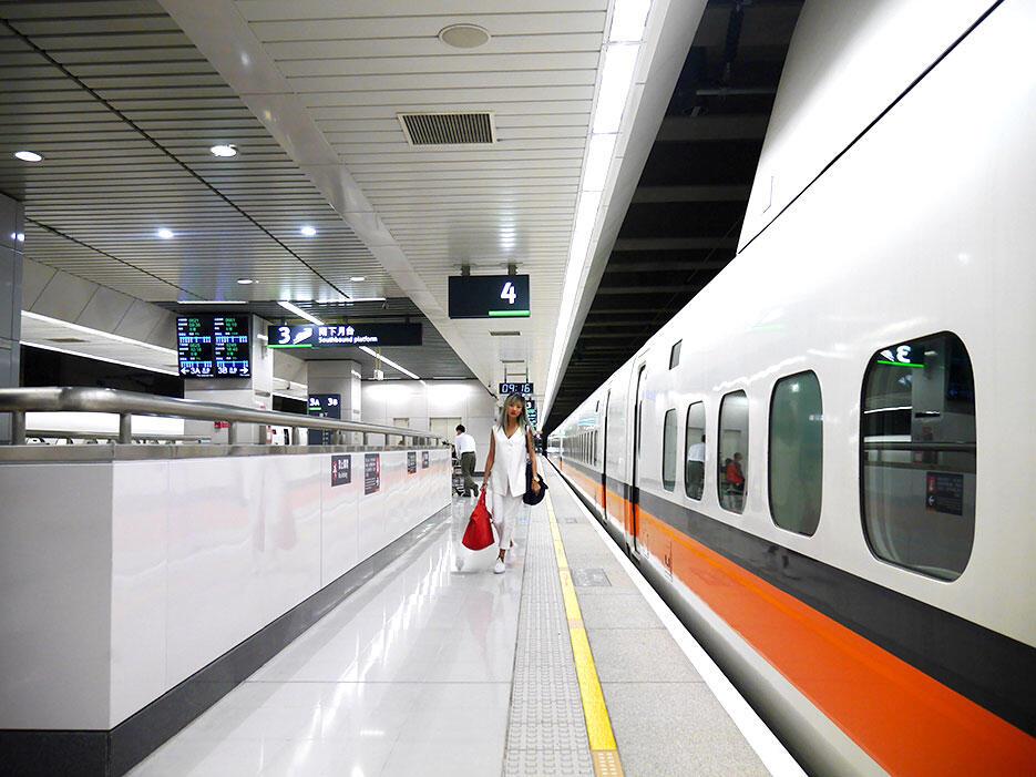 a-tainan-taiwan-2-high-speed-rail-station