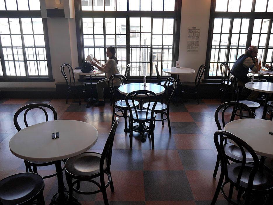a-tainan-taiwan-26-hayashi-department-store-cafe
