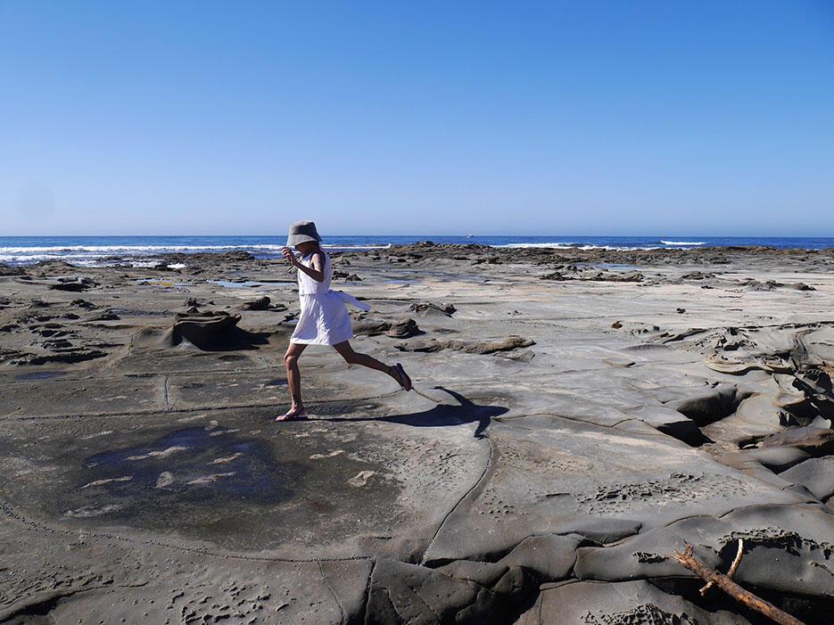 great-ocean-road-40-victoria-australia-rock-beach