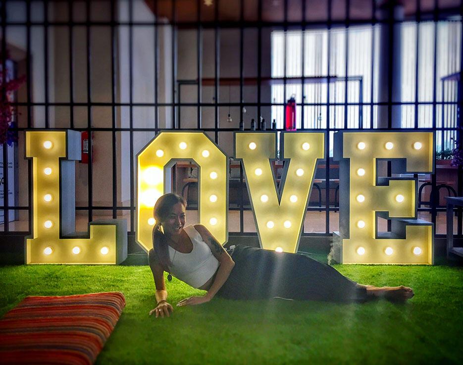 seminyak-village-13-bali-yoga-love sign