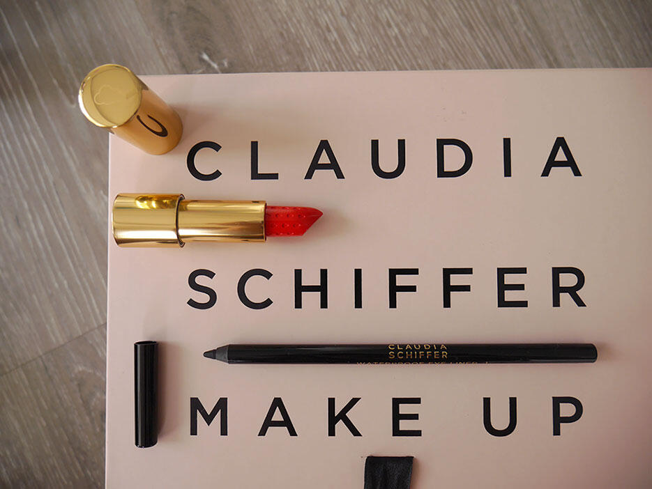 claudia-schiffer-artdeco-joyce-wong-1