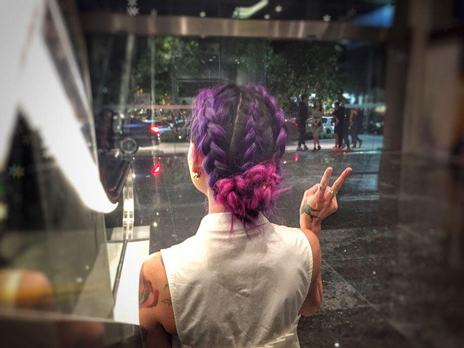 dcode-masses-sneaker-exhibition-event-9-pink-purple-braids-centro-hair-salon
