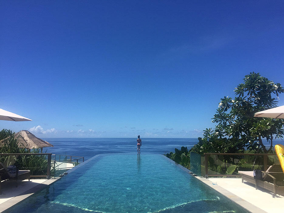 karang-saujana-uluwatu-bali-2-infinity-swimming-pool