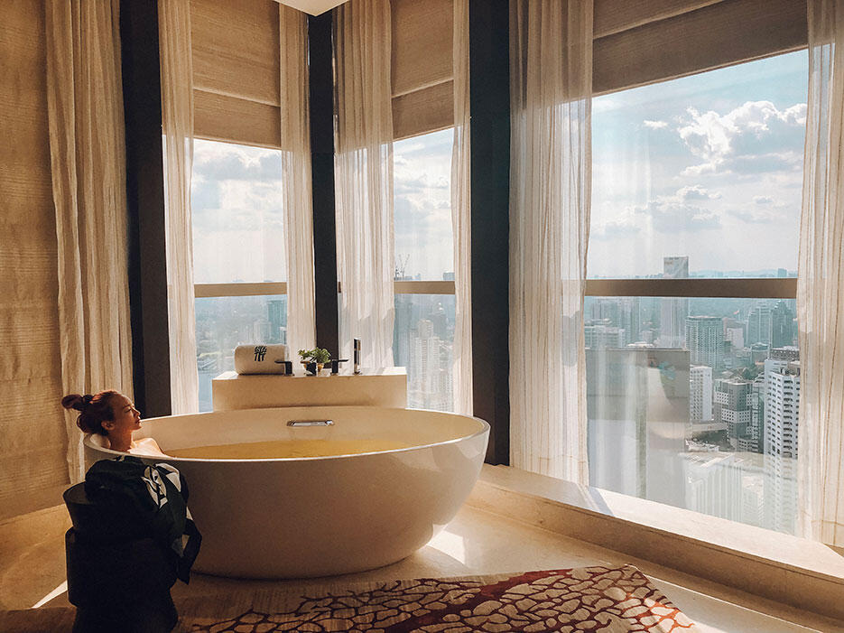 the-banyan-tree-spa-1-kl-malaysia-bathtub-city-view